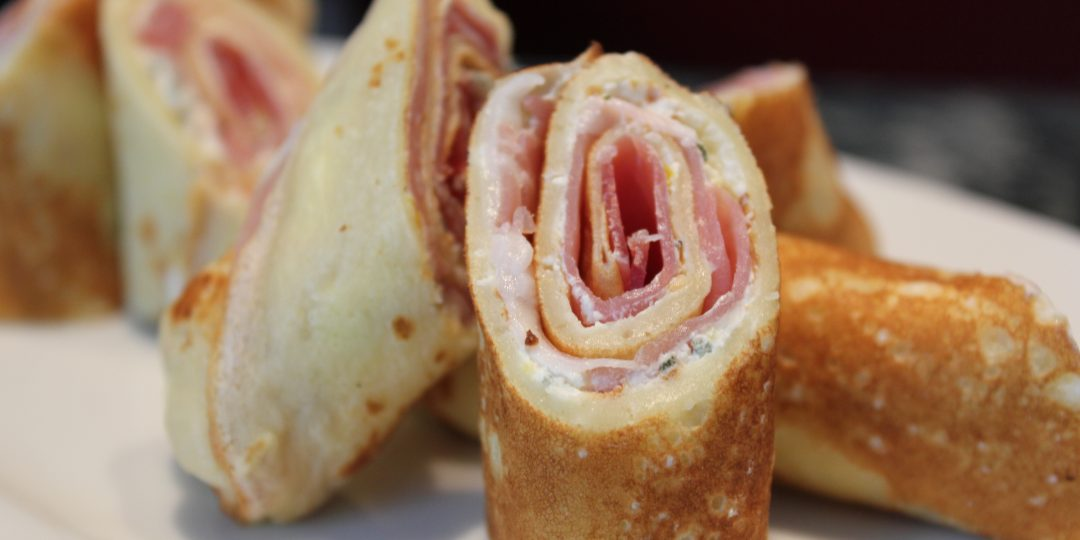 Crèpes with prosciutto and cream cheese