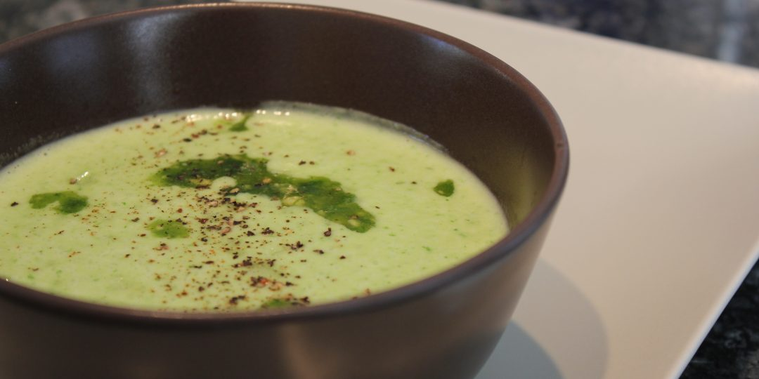 Wild garlic cream soup with pesto