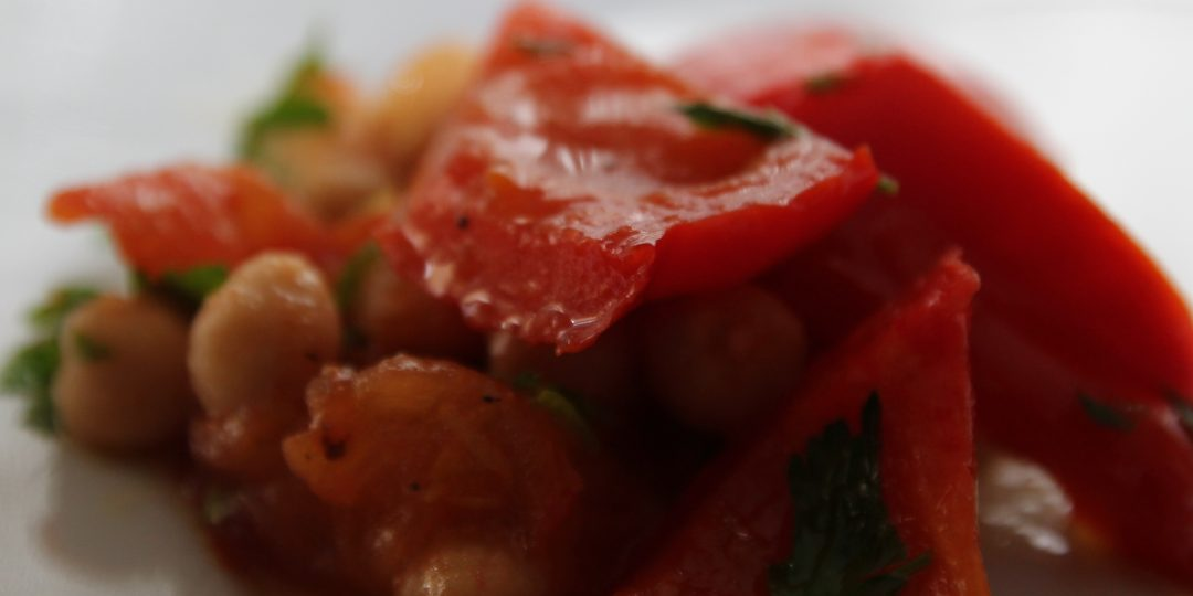 Warm salad of tomatoes, red peppers and chickpeas