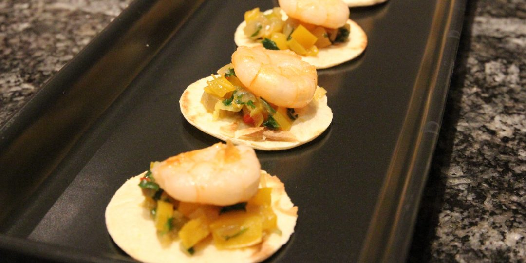 Minitortillas with shrimps and yellow peppers