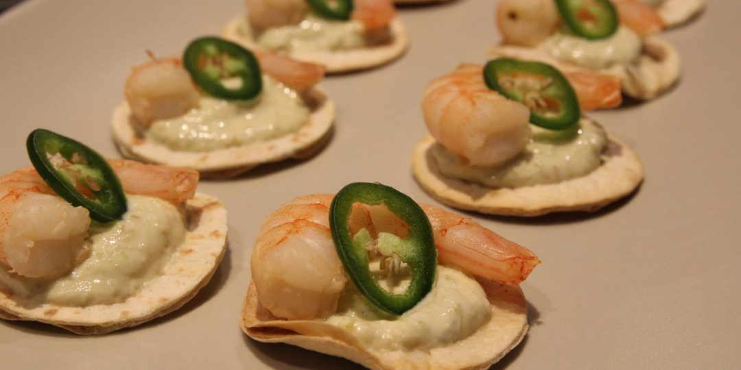 Minitortillas with creamy olive paste and not fat fried shrimps
