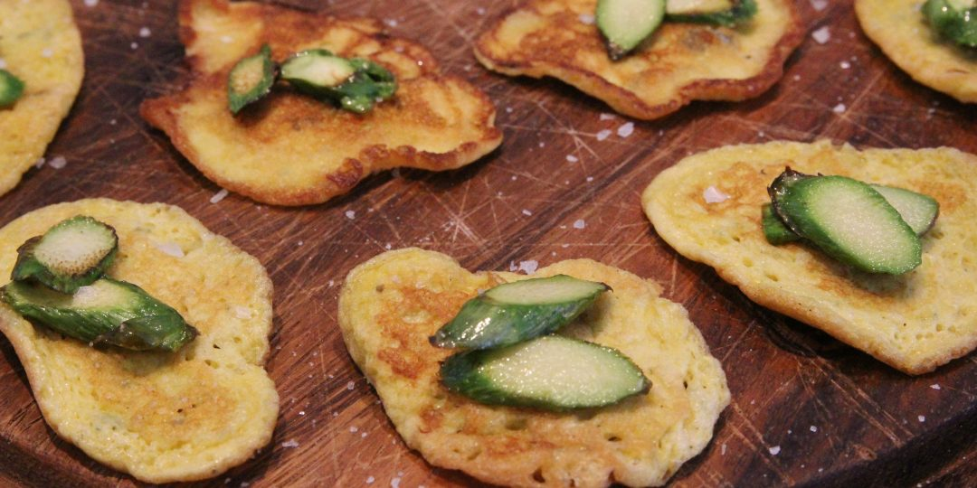 Small puffy roquefort frittate with asparagus