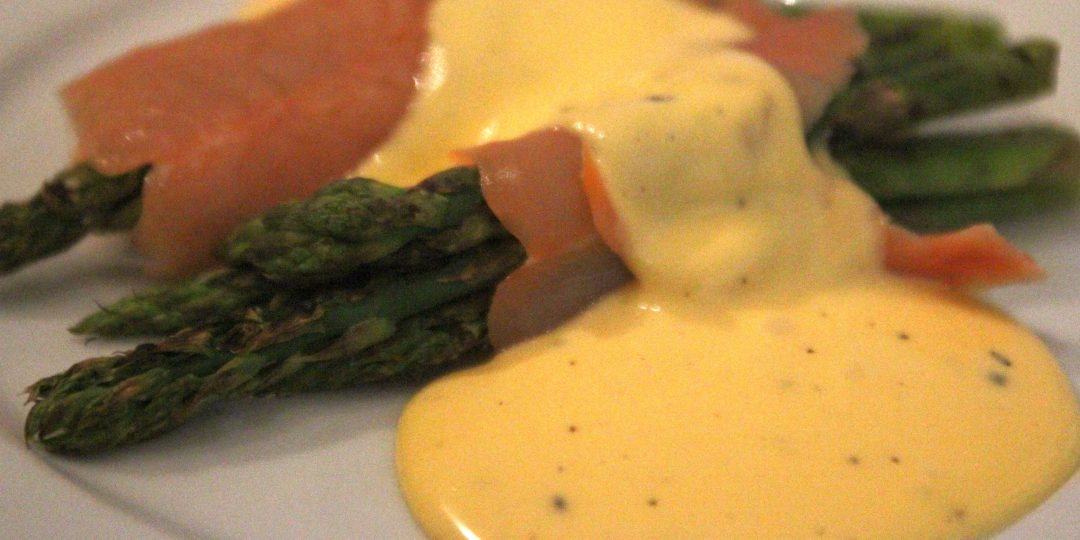 Grilled asparagus with smoked salmon and hollandaise sauce
