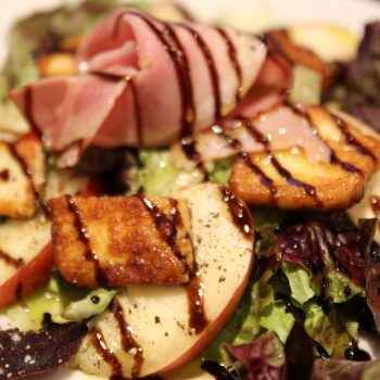 Salad with grilled halloumi