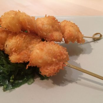 Coconut shrimps with wakame salad