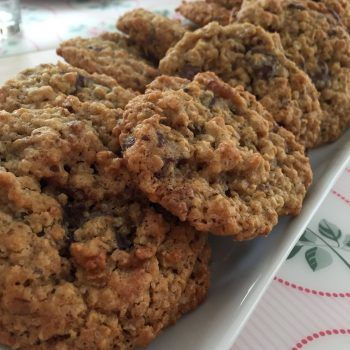 Oatmeal, walnut and chocolate cookies